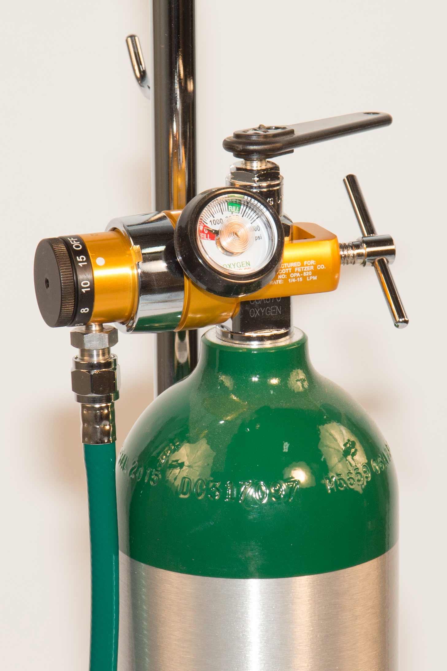 How do you hook up an oxygen tank